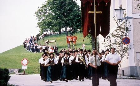 procession_fete_Dieu_web-2.jpg